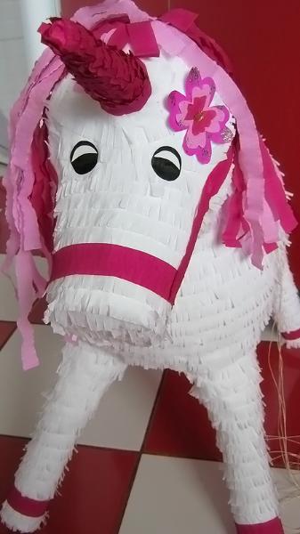 pinata-calut-unicorn
